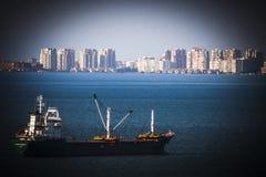 在伊兹密尔-土耳其的海的一条小船 图库摄影