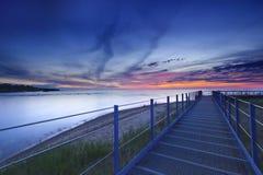 在伊利湖的五颜六色的日落 库存图片
