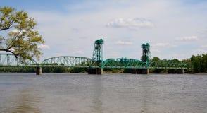 在伊利诺伊河的桥梁 免版税库存图片