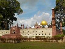 在伊斯兰教的遗产的著名的清真寺复制品停放,瓜拉登嘉楼,马来西亚 免版税库存照片