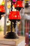 在伊斯坦布尔义卖市场的美丽的土耳其马赛克灯 免版税库存照片