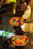 在伊斯坦布尔义卖市场的美丽的土耳其马赛克灯 库存图片