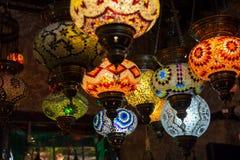 在伊斯坦布尔义卖市场的美丽的土耳其马赛克灯 图库摄影
