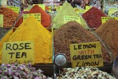 在伊斯坦布尔市场的香料 图库摄影