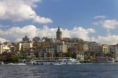 在伊斯坦布尔的欧洲部分的中心的美丽的景色 免版税库存图片