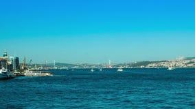 在伊斯坦布尔运送在Bosphorus 4K Timelapse视图的交通从Eminonu 影视素材