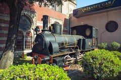 在伊斯坦布尔` s Sirkeci火车站的古老机车 库存图片