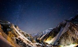 在伊朗山的夜空 免版税库存照片