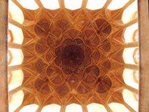 在伊朗类似的生物的伊斯兰教的建筑学杰作天花板装饰 库存图片