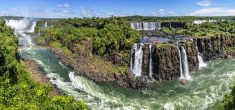在伊瓜苏瀑布,巴西的全景 免版税图库摄影