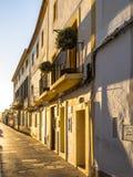 在伊维萨岛街道的日落  免版税库存照片
