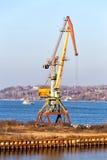 在伏尔加河的口岸起重机 Kineshma 俄国 图库摄影