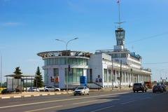 在伏尔加河的堤防的河驻地 俄国 Nizhny 11月 库存图片