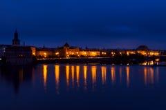 在伏尔塔瓦河河的堤防的早晨 免版税库存图片