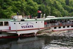 在伏尔塔瓦河河的被转动的火轮伏尔塔瓦河 库存照片