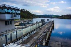 在伏尔塔瓦河河的水坝 免版税库存照片