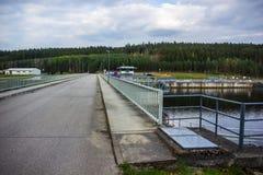 在伏尔塔瓦河河的水坝 免版税库存图片