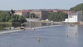 在伏尔塔瓦河河锁的看法从查理大桥 股票视频