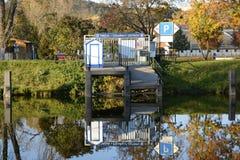 在伏尔塔瓦河河,布拉格,捷克,欧洲的小内河港 库存图片