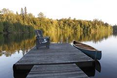 在休伦湖的小船日落的 免版税库存照片