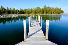 在休伦湖的跳船 免版税库存照片