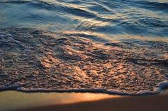 在休伦湖水的精采日出  库存照片