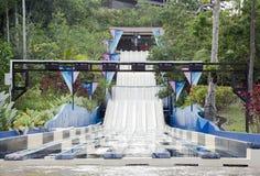 在休闲水公园的水滑道 库存图片