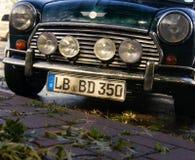 在优秀情况的英国葡萄酒汽车在停车处 免版税库存图片