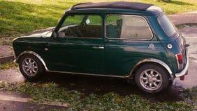 在优秀情况的英国葡萄酒汽车在停车处 免版税图库摄影