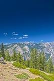 从在优胜美地全国Pa的高Poing射击的美丽的山 库存照片