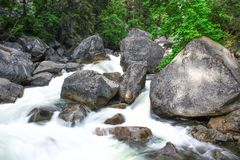 在优胜美地国家公园,加利福尼亚的瀑布 免版税库存照片