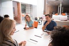 在会议的不同种族的起始的企业队 免版税库存图片