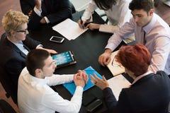 在会议的商人小组 免版税库存图片
