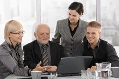 在会议的微笑的businessteam 图库摄影