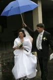 在伞妻子年轻人之上 免版税库存照片
