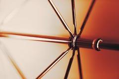 在伞里面的抽象射击 免版税库存图片
