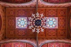 在伟大的犹太教堂的天花板是一个历史大厦在布达佩斯,匈牙利 库存图片