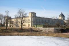在伟大的Gatchina宫殿的一晴朗的4月天 冬天 库存图片