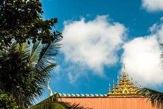 在伟大的Stupa旁边的美丽的屋顶在万象,老挝 免版税库存照片