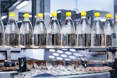 在传动机的被装瓶的水 库存照片