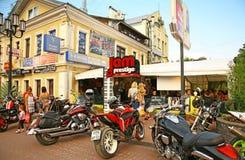 在传奇咖啡馆的骑自行车的人党在下诺夫哥罗德 免版税库存图片