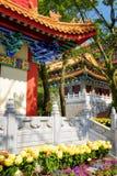 在传统中国式的被镀金的红色木屋顶在Budd 库存照片