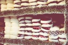 在传统圣诞节市场上的羊毛鞋子在波兰 免版税图库摄影