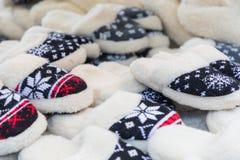 在传统圣诞节市场上的羊毛鞋子在波兰 库存图片