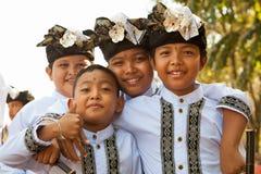 在传统服装的巴厘语孩子 免版税库存图片