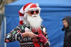 在传统维尔纽斯圣诞节种族的赛跑者 库存照片