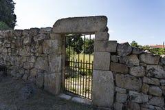在传统花岗岩砌石的墙壁 免版税库存照片