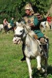 在传统服装的骑马示范 免版税库存图片