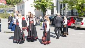 在传统服装的年轻挪威人 免版税图库摄影