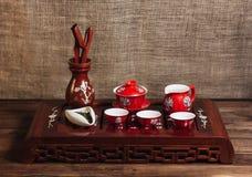 在传统桌上的中国茶具仪式 库存图片